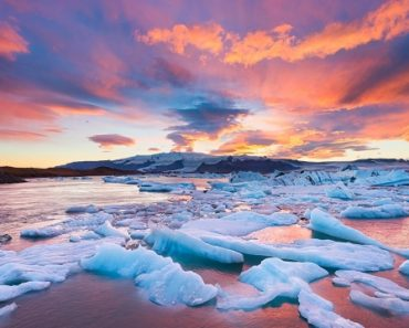 Sunset over Jokulsarlon Lake in Iceland [2048 × 1367] by Elia Locardi