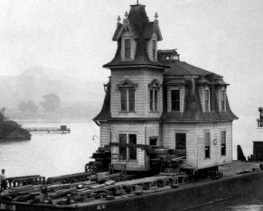 The Lyford House being saved from demolition and moved by barge across Richardson Bay, Tiburon, California, December, 1957 [960×749]