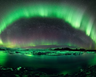 A Starry Night of Iceland